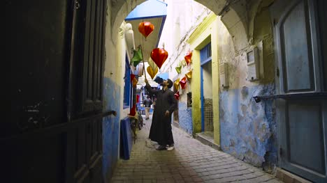 Shopkeeper-Hanging-Lanterns-in-Morocco