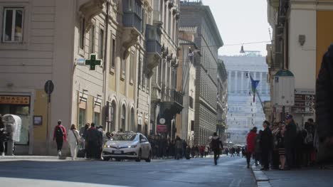 Busy-Street-In-Rome