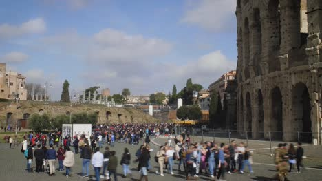 Crowds-Outside-The-Colosseum