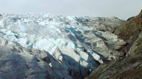 Glacier-Edge-in-Alaska