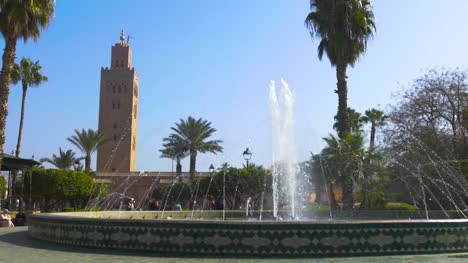 Large-Fountain-and-Koutoubia-Mosque