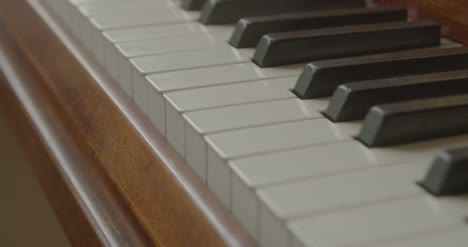 Close-Up-of-Piano-Keys