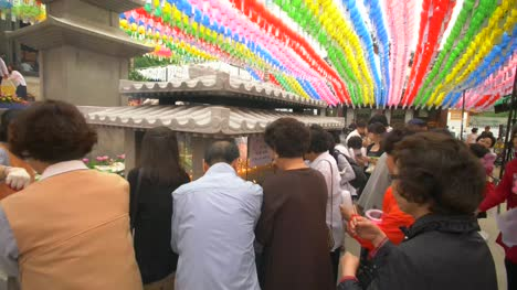 Busy-Shrine-at-Bonguesnsa-Temple
