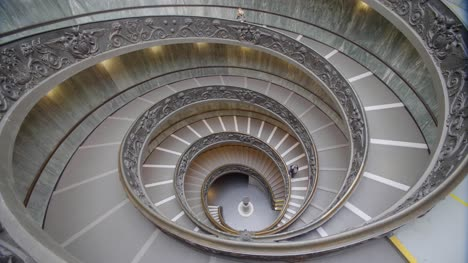 Vatican-Museum-Spiral-Staircase-02