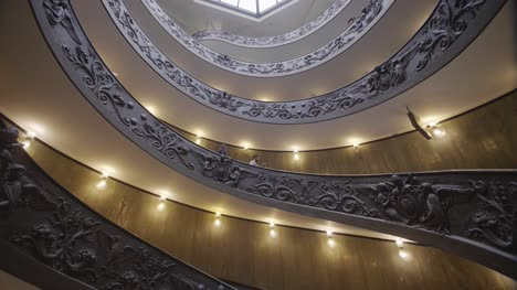 Vatican-Museum-Spiral-Staircase-03