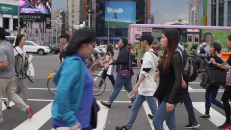 Pedestrians-Crossing-Roads-Taiwan-
