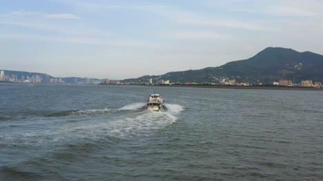 Speedboat-on-River-in-Taipei
