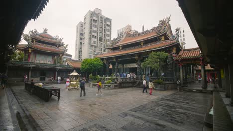 Lungshan-Temple-Courtyard-Reveal-Taipei-02