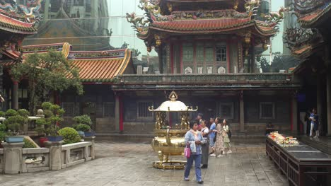 Incense-Pit-In-Lungshan-Temple-Taipei-02