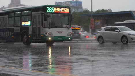 Taipei-Bus-in-Heavy-Rain