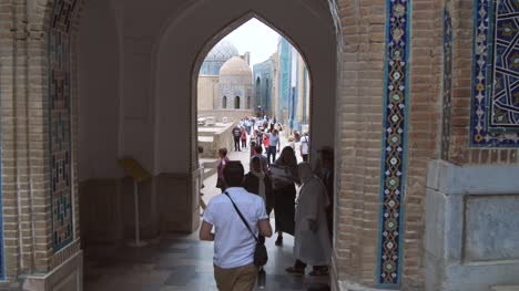 Tourists-Under-Samarkand-Archway