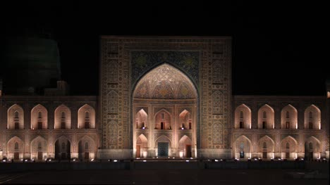 Tilya-Kori-Madrasa-at-Night