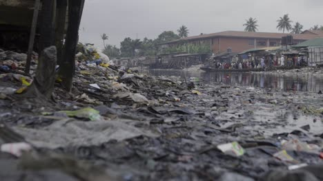 Rubbish-on-Riverbank-Nigeria-01