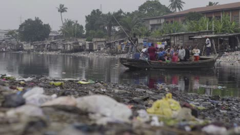 Rubbish-on-Riverbank-Nigeria-03