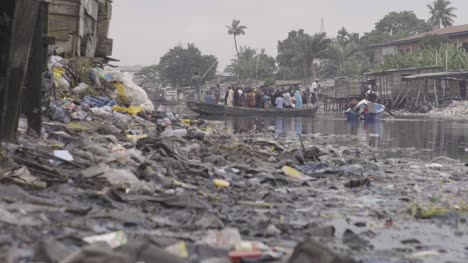 Rubbish-on-Riverbank-Nigeria-04