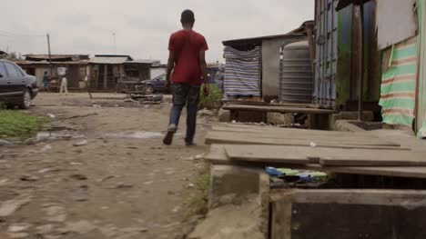 Walking-through-Slum-Nigeria-02