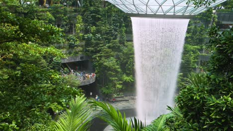 Changi-Airport-Waterfall-02