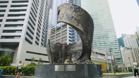Progress-and-Advancement-Statue-Singapore-02