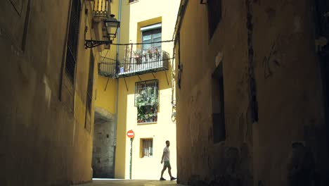 Walking-Down-Valencian-Alleyway