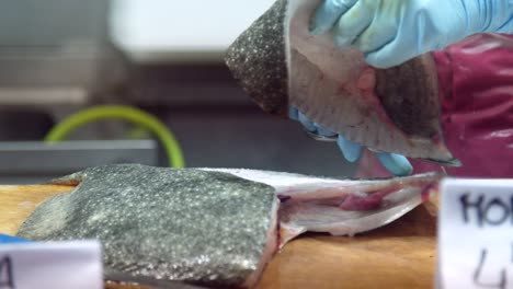 Fishmonger-Filleting-Fish-02