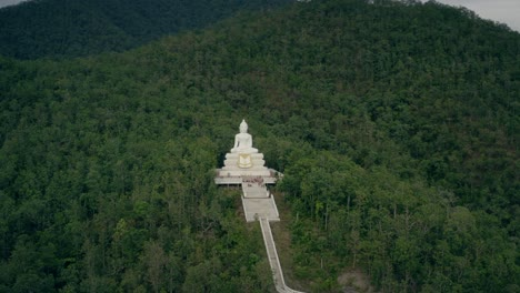 White-Buddha-Statue-on-Pai-Hillside