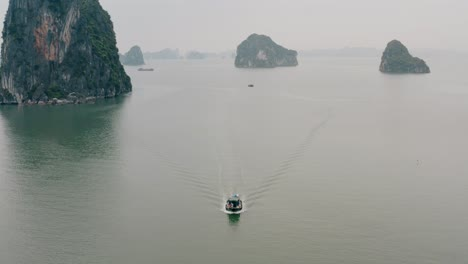 Boat-in-Ha-Long-Bay