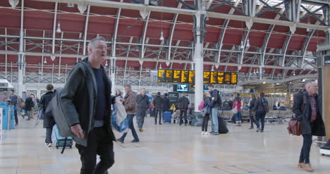 Commuters-walk-through-busy-Paddington-Station-in-slow-motion