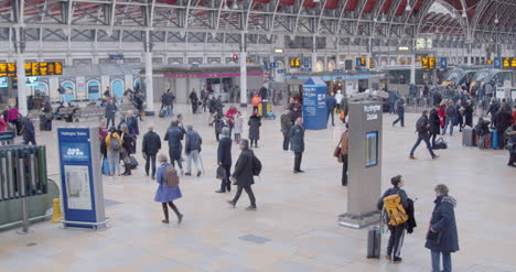 Commuters-walk-through-a-busy-Paddington-Station