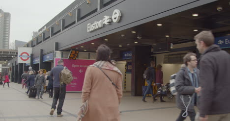 Exterior-of-busy-London-Euston-Station-Entrance