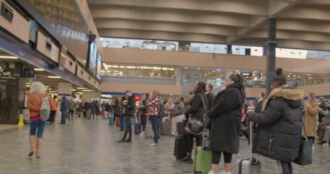 Pan-of-busy-London-Euston-Train-Station-concourse