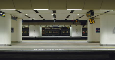 Train-arrives-at-station-with-empty-platform