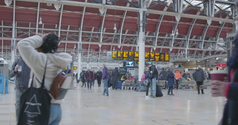 Commuters-walk-through-Paddington-Station-in-slow-motion
