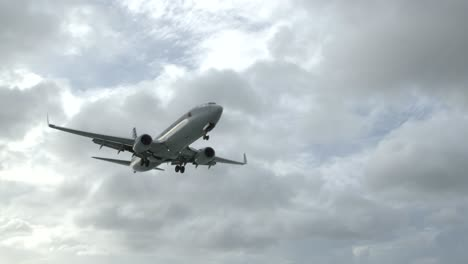 American-Airlines-Flight-Arriving-at-SXM