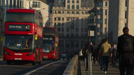Buses-Crossing-London-Bridge