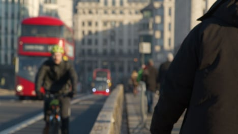 Pedestrians-And-Buses-Crossing-London-Bridge-Defocused