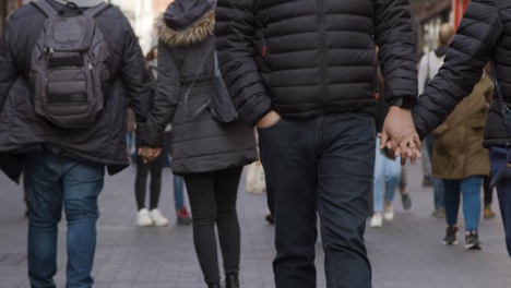 Couples-Holding-Hands-Walking-In-Street-defocused