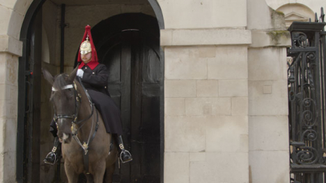 Horse-Guards-Of-The-Household-Cavalry-On-Duty