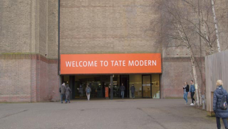 Main-Entrance-Of-The-Tate-Modern-Gallery