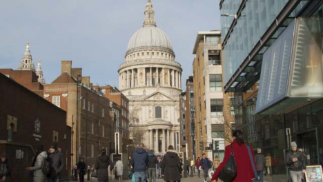 Pedestrians-And-St-Pauls-Cathedral