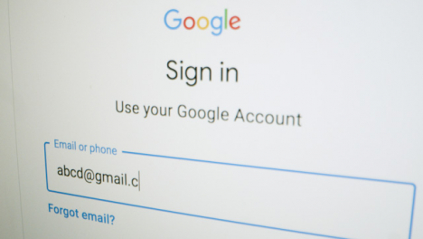 Close-Up-Logging-In-on-Google-Sign-In