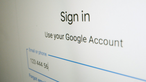 Panning-Close-Up-Logging-In-on-Google-Sign-In
