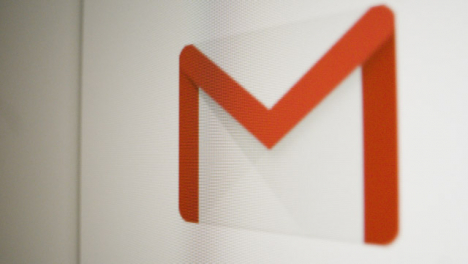 Close-Up-Pan-Google-Gmail-Icon-on-Screen