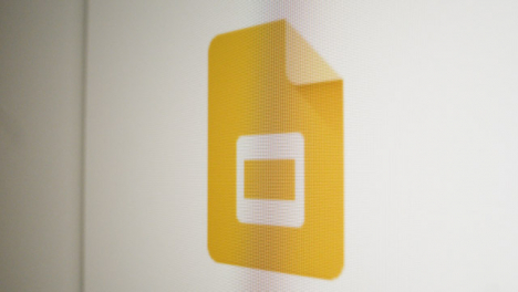 Close-Up-Pan-Google-Slides-Icon-on-Screen