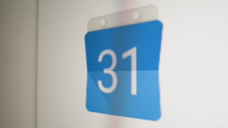 Close-Up-Pan-Google-Calendar-Icon-on-Screen