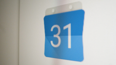 Close-Up-Pan-Clicking-on-Google-Calendar-Icon-on-Screen