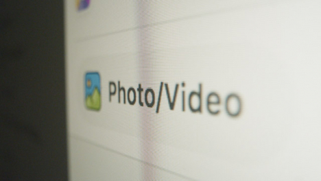 Close-Up-Pan-Facebook-Add-Photo-Video-in-Post
