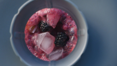 Overhead-Berry-Smoothie-in-Blender