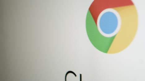 Close-Up-Pan-of-Google-Chrome-Logo
