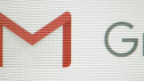 Extreme-Close-Up-Pan-Gmail-Icon