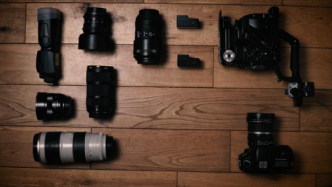Flat-Lay-Camera-Gear-Bottom-and-Central-Copy-Space